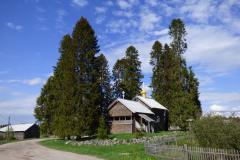 Kinerma, kaple uprostřed vsi, kde žijí Karelové